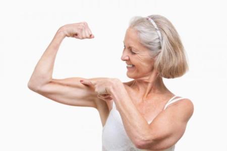 mujer y entrenamiento de fuerza